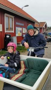 Tillbaka till båten fick jag skjuts av en pappa som skulle skjutsa dottern till båtlektion. Båtlektion väntade och jag fick trevligt sällskap till Strömstad.